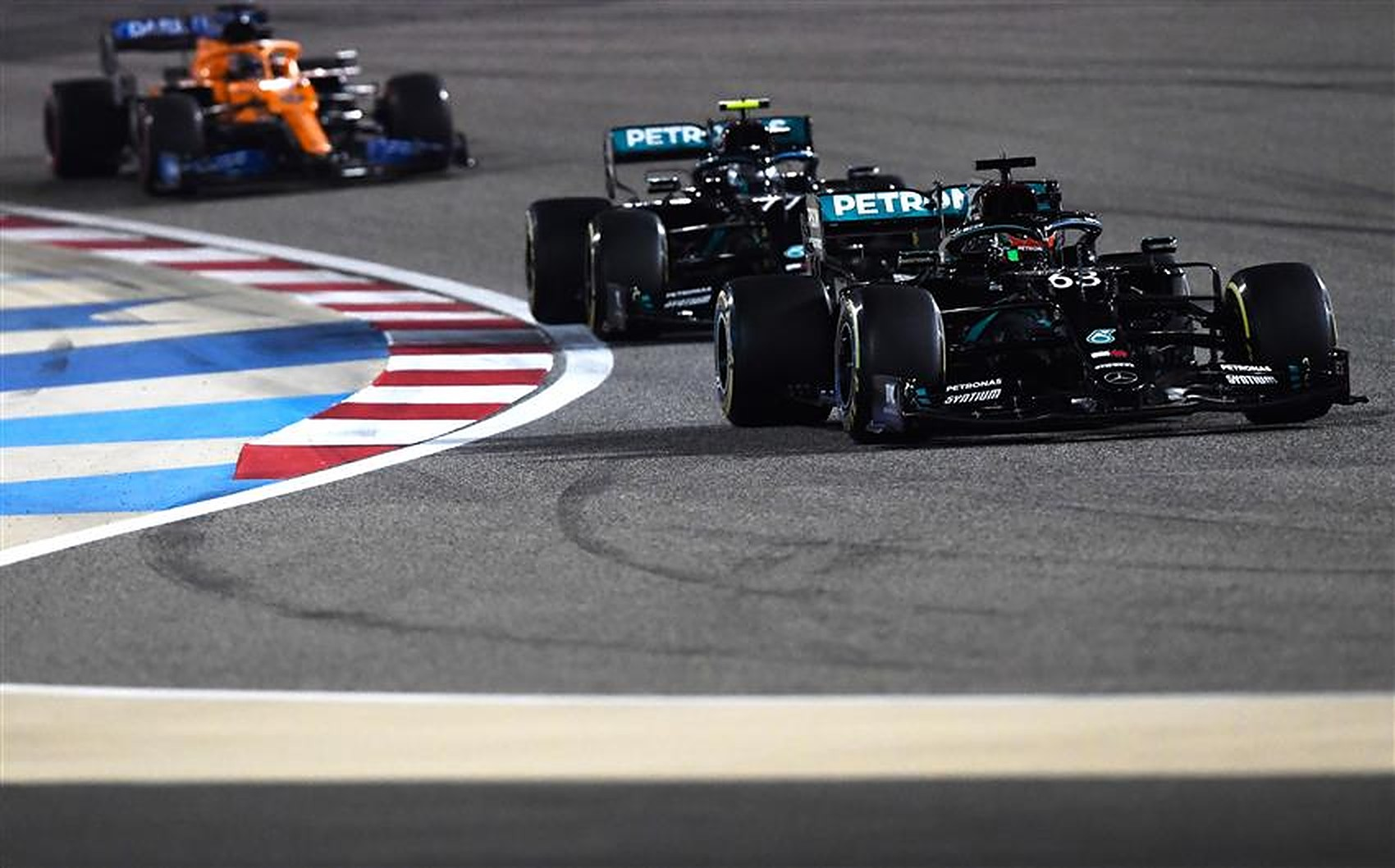 George Russell leading Valtteri Bottas in a Mercedes at Bahrain - Formula1news.co.uk