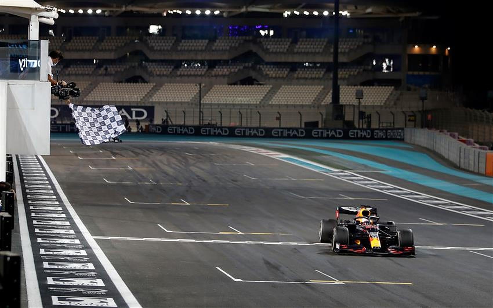Max Verstappen Red Bull vs Lewis Hamilton - Formula1News.co.uk