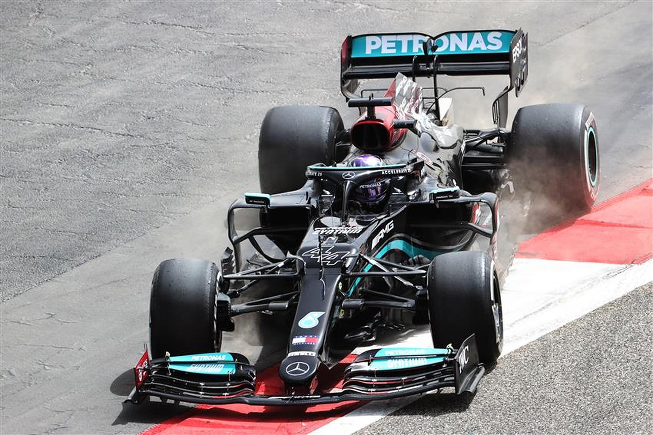 Lewis Hamilton Mercedes W12 in pre-season testing at Bahrain - Formula1news.co.uk