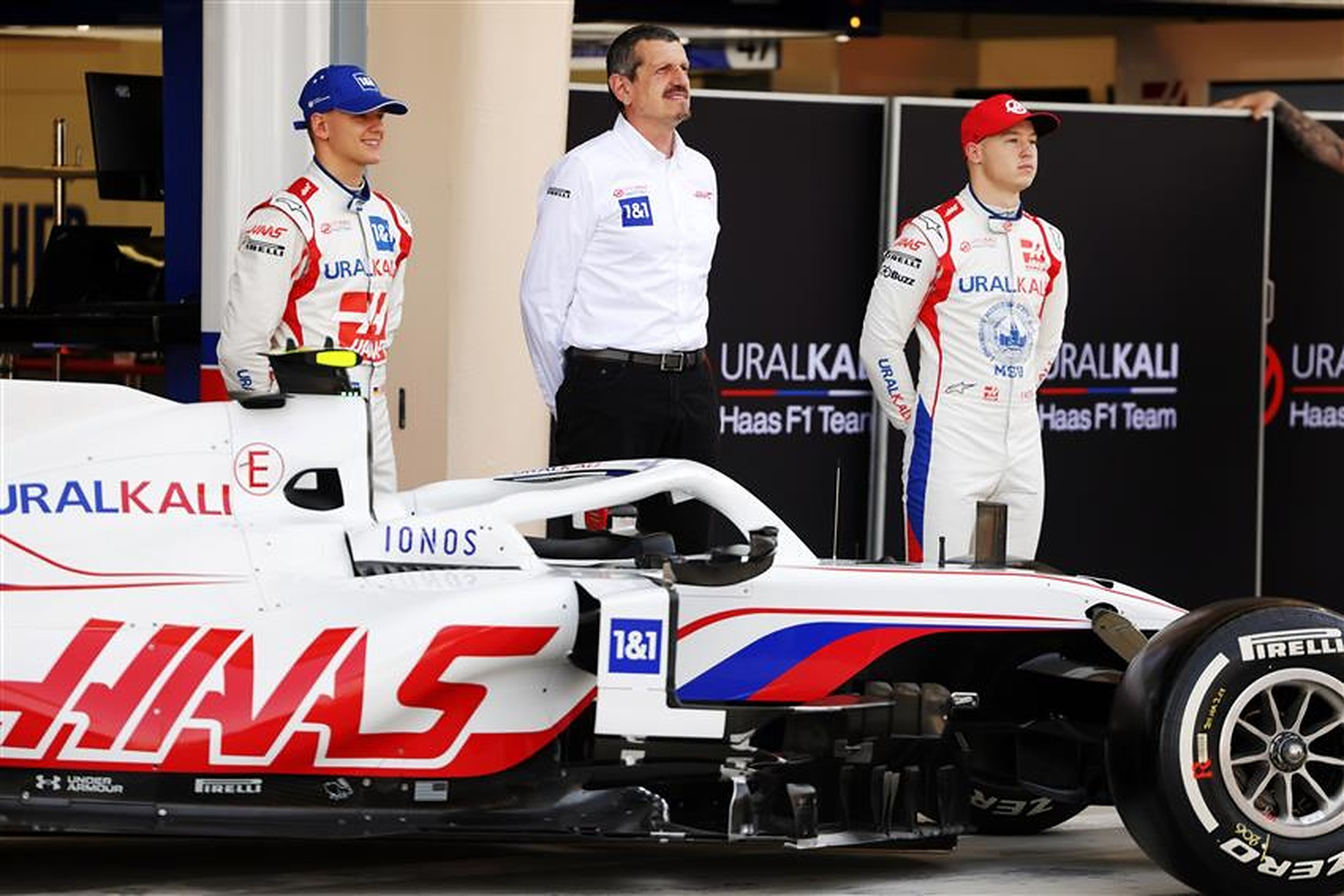 Mick Schumacher, Guenther Steiner and Nikita Mazepin at Haas F1 - Formula1news.co.uk