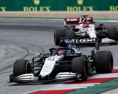 George Russell racing at Austria 2021 - Formula1news.co.uk